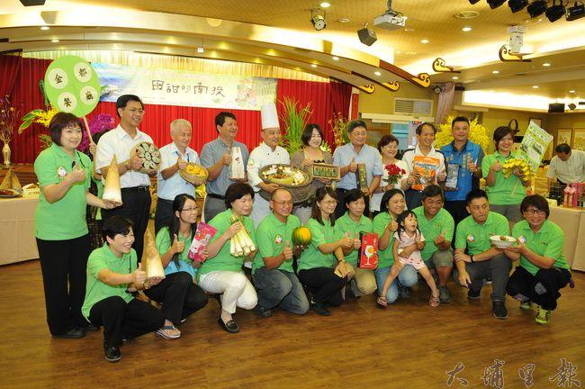 台灣美食展南投館主題訂為「田甜的南投」,本地餐廳與提供食材的小農共同行銷南投美食。(柏原祥攝)