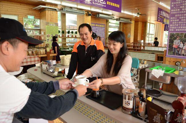 國姓鄉已有數間精品咖啡廳,遊客能帶著咖啡餘韻返家。(柏原祥攝)