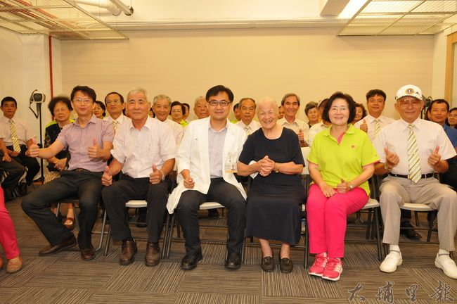 陳宏麟診所大樓啟用,將採複合式經營,埔里地區許多地方聞人前來祝賀。(柏原祥攝)