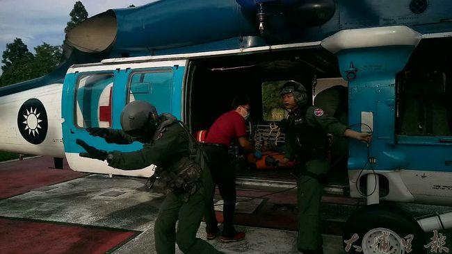 每一件山難往往耗費社會龐大資源,特別是救難直升機,一出勤成本是數以十萬計。(南投消防局提供)