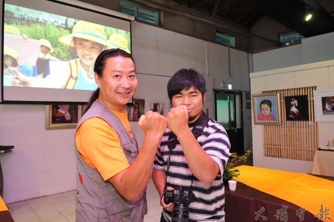 紀錄片導演劉又麒(左)與攝影師四象拍攝埔里茭白筍產業紀錄片,獲得在地廣大迴響。(柏原祥攝)