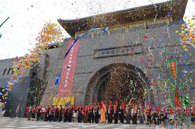 中台世界博物館竣工落成,中國、台灣宗教界、博物館界派代表參與,冠蓋雲集。(柏原祥攝)