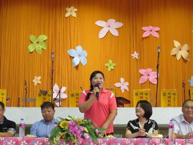 國姓客家文化協會成立十週年,理事長許麗芬展現「三腔並用」客語演說(李休睏 攝)