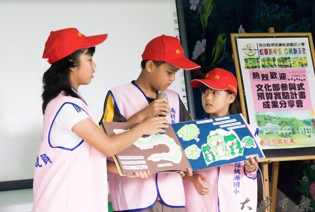 文化部「推展公民審議及參與式預算」在桃米社區實驗,「蛙ㄟ桃米小學堂」由桃米生態解說員與桃源國小學童協力。(吳紹華 攝)