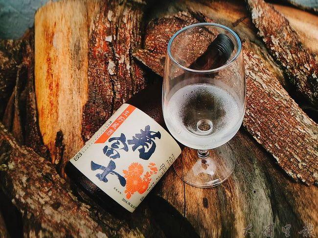 此次品酒會會出現的酒款之一「菊富士生貯藏清酒」(圖片來源 https://goo.gl/2xqEbQ)