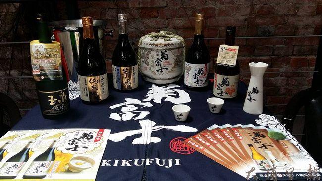 侍酒師林傳凱先前在台南開辦品酒會的眾酒款。( 圖片來源 https://goo.gl/Jehho6)