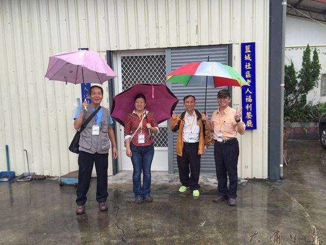 社區觀察員學員們走進籃城社區廚房,深入了解老人照護細節。(圖片來源 https://goo.gl/Myxi1L)