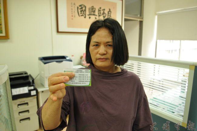 暨大附中校長室秘書劉鳳美參與校內舉辦的CPR+AED訓練,曾成功搶救心肌梗塞的先生。(柏原祥 攝)