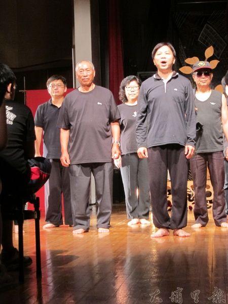 珠子山劇團用生動的表演,清楚的對白,告知觀眾珠仔山環境現況。(金城嚴 攝)