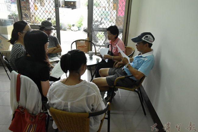 藍城社區發展協會時常與在地青年一同討論在地議題。(金城嚴 攝)