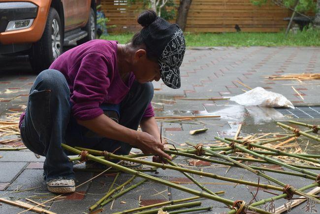 石瓊瑤老師巧手一現,每個可想到的竹用品都難不倒她。(金城嚴 攝)