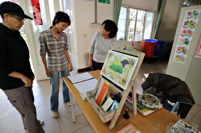 山里好巷書店與台灣護樹聯盟舉辦樹木養護課程,現場並展示相關書籍與文宣。(野自 攝)