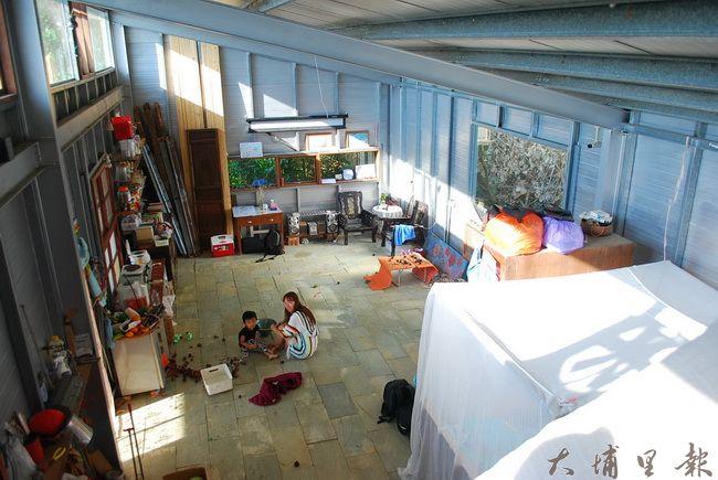 十二寮生態村主屋內部,最多可容納20人打地鋪。(金城嚴 攝)