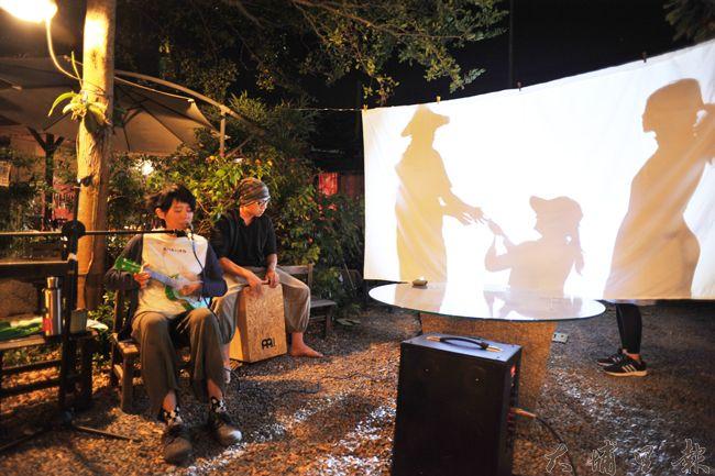 阿嫁婆剪影劇場,述說埔里在地農民面對大規模開發思維下,環境、農業的變遷,與如何活下來韌性。(柏原祥 攝)