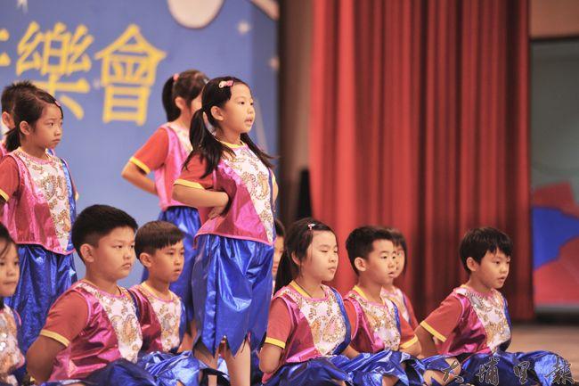 弟子規經典朗誦比賽在埔里國小舉行,圖為愛蘭國小小朋友在舞台上自信演出。(柏原祥 攝)