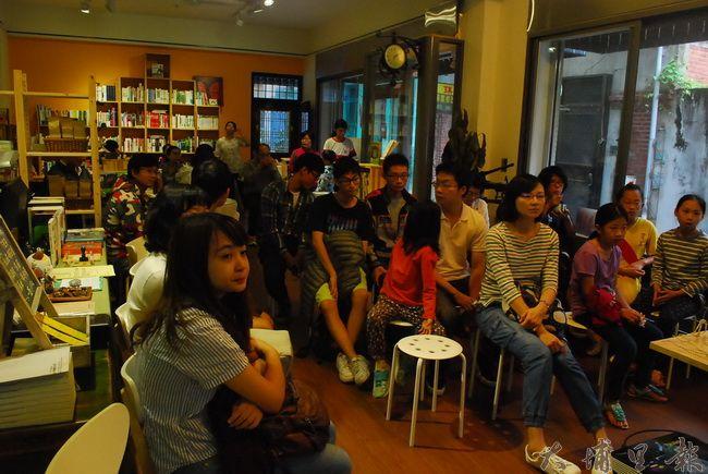 參與《霾哥來了》空污偶動畫說明會的盛況,一共30餘人一同討論環境議題。(金城嚴 攝)