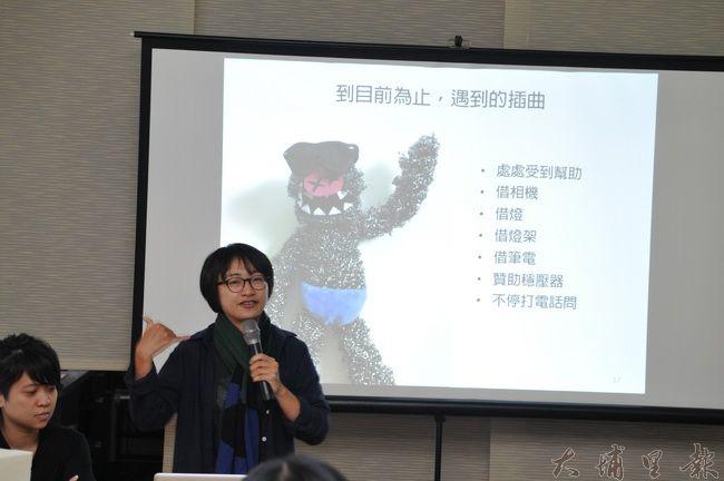 《霾哥來了》導演魏閤廷說明紙偶動畫製作過程的插曲。(柏原祥 攝)