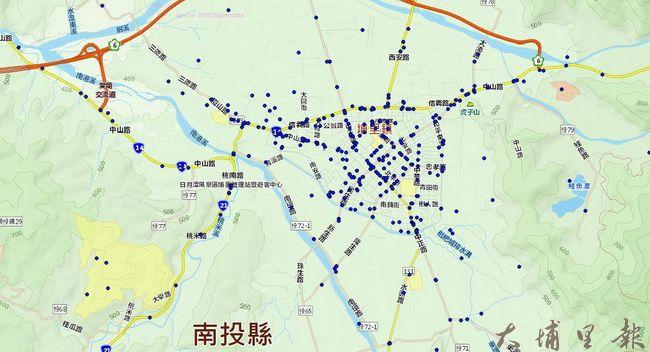 暨大管理學院博士班研究生楊馥瑜分析的資料,藍點為非熱門時段的車禍熱點。(楊馥瑜 提供)
