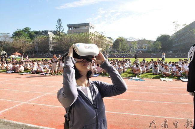 暨大附中添購360度全景攝影機,紀錄校慶運動會,透過VR眼鏡,即能身歷其境。(柏原祥 攝)