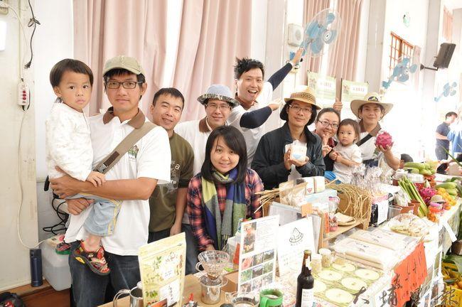 來自大埔里地區的小農們帶來自產的加工品,展現熱情與活力。