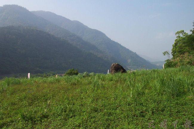 泰雅聖石Sbayan及其周邊地景。(簡史朗 提供)