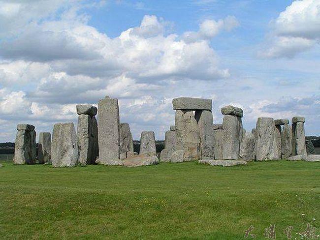 英國巨石陣遺址,周遭幾無人工設施。(取自維基百科)
