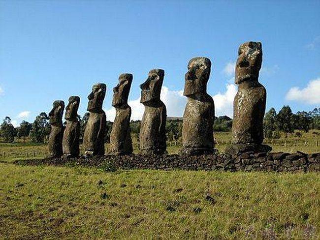 東太平洋海岸復活節島的Moai石像。(取自維基百科)