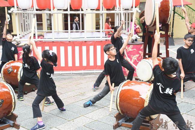 來自新竹的JF太鼓團,為九族櫻花祭熱鬧開場。(金城嚴 攝)