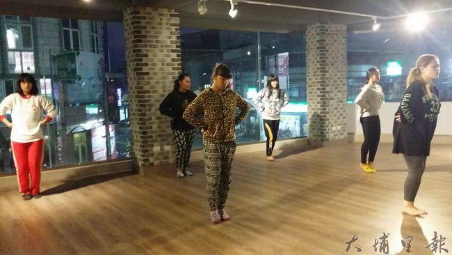 每星期共三堂課,在JUK舞創工作室上課。(Kumu Basaw提供)