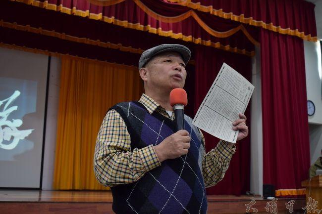 紀錄片《二七部隊》的製作人陳彥斌先生,在紀錄片播映前感謝埔里居民的熱情參與。(洪健鈞 攝)