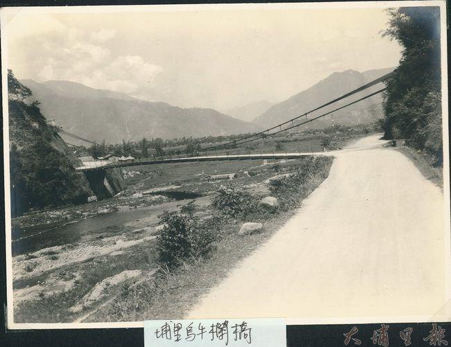 烏牛欄戰役的現場,早期吊橋的影像紀錄。(洪健鈞 翻攝)