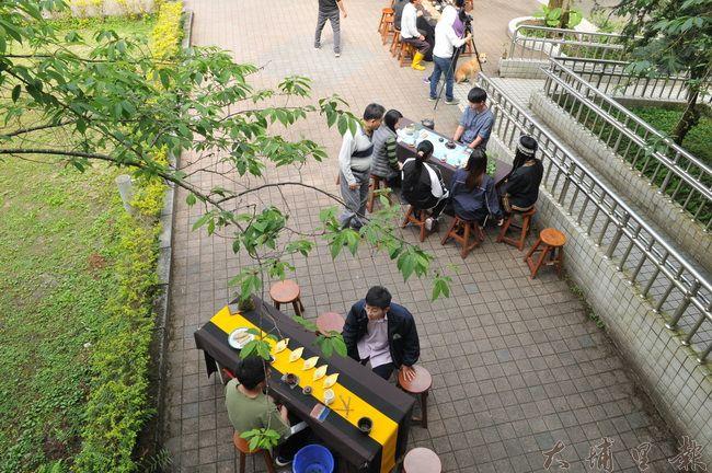 每年三月春暖花開,仁愛高農在校內廣場舉辦茶道研習成果展。(柏原祥 攝)