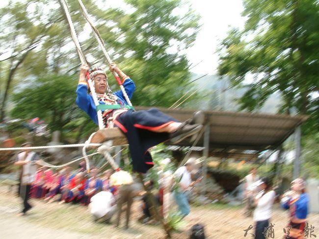 邵族盪鞦韆儀式,並未公開讓遊客參與,也非年年舉辦(柏原祥 攝)