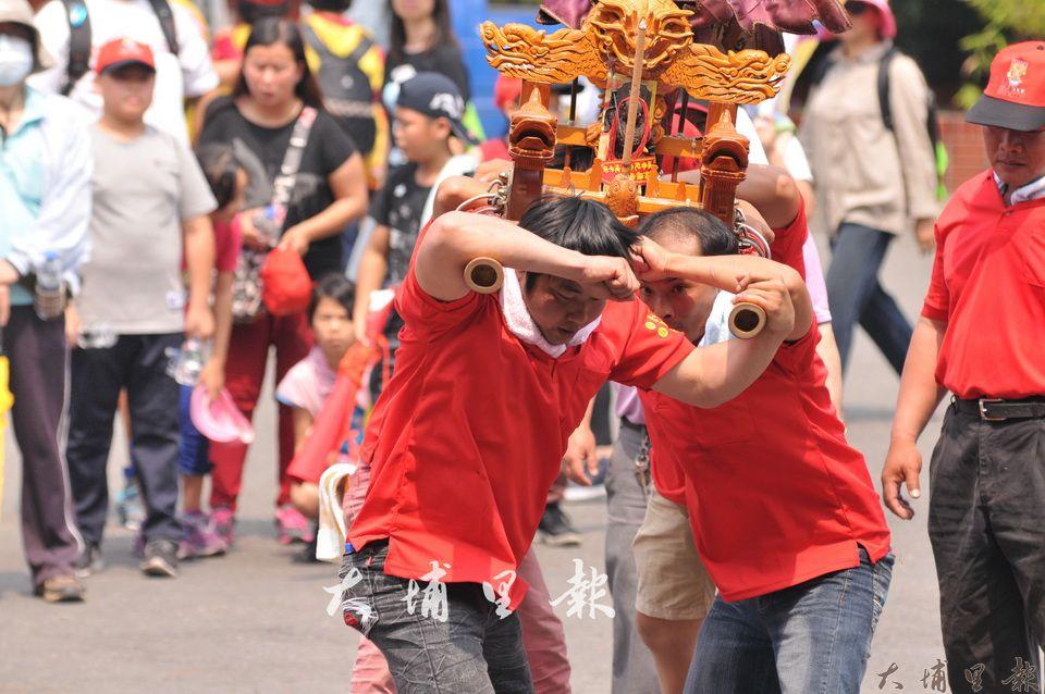 埔里媽祖文化節,地方陣頭宮廟、社團參與,過程相當熱鬧。(柏原祥 攝)