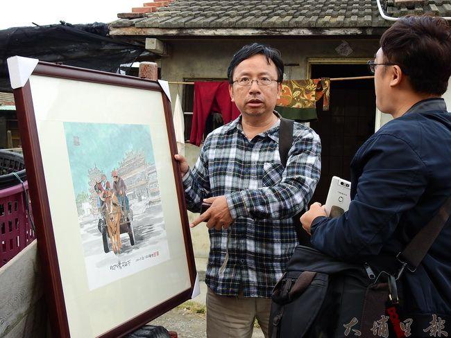 大埔里文史藝術工作者潘樵(左)回到母親故鄉彰化縣芳苑鄉,記錄海牛產業文化歷史。