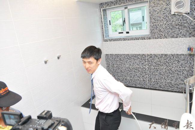 中彰投第一家獲得穆斯林認證的民宿在埔里鎮桃米社區開幕,廁所必須有引水管,方便信徒淨身。(柏原祥 攝)