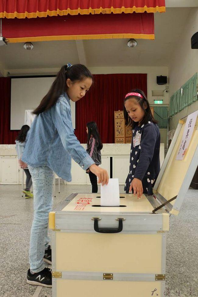 清境國小舉辦自治鄉長選舉,讓小朋友從小學習民主風範。(圖/校方提供)