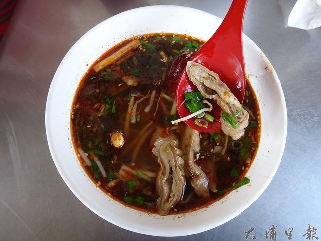 肥腸酸辣麵粉是台川味麻辣美食招牌之一,以後只能到台中市懷念了。(柏原祥 攝)