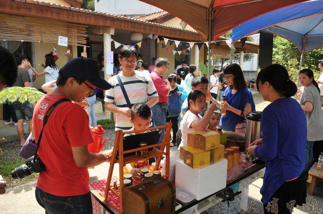 暨大觀餐系5位僑生畢業專題相當有趣,在清風茶書院舉辦河童慢市集。(柏原祥 攝)