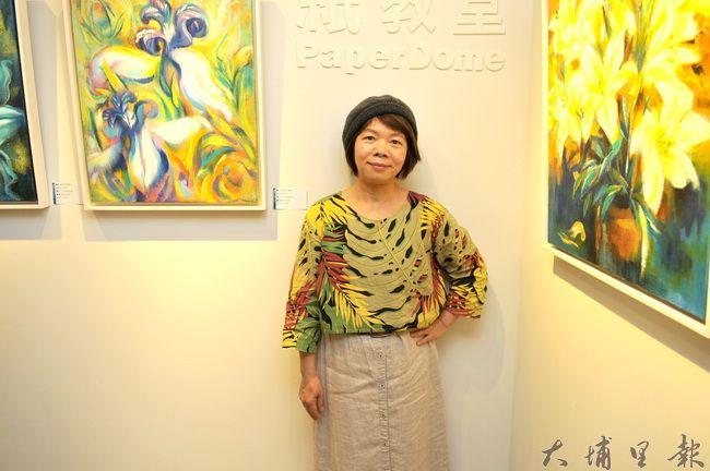 石珠鈴在紙教堂「流‧藝廊」舉辦「安住自然」個展,她的畫作展現對自然的嚮往、也傳達被破壞的憂心。(柏原祥 攝)