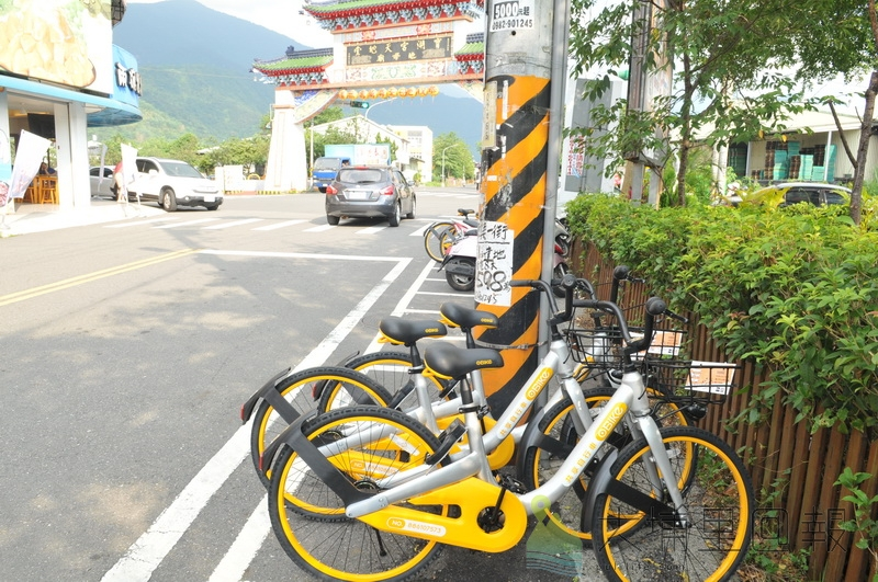 oBike進駐埔里鎮,在Feeling18巧克力工房附近也有數輛嶄新的自行車。(柏原祥 攝)