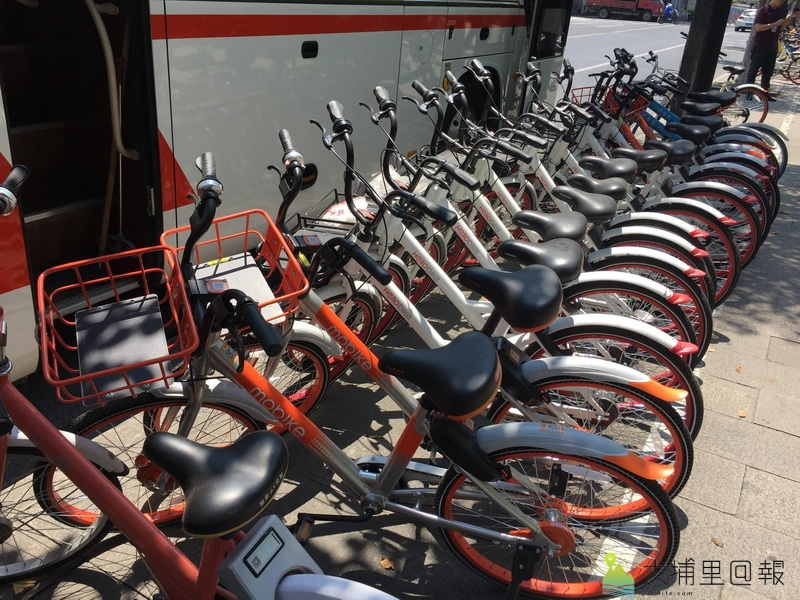 共享單車經營範例,大陸的共享單車聽說有七個品牌,在杭州頭放至少一百萬台。(陳巨凱 攝)