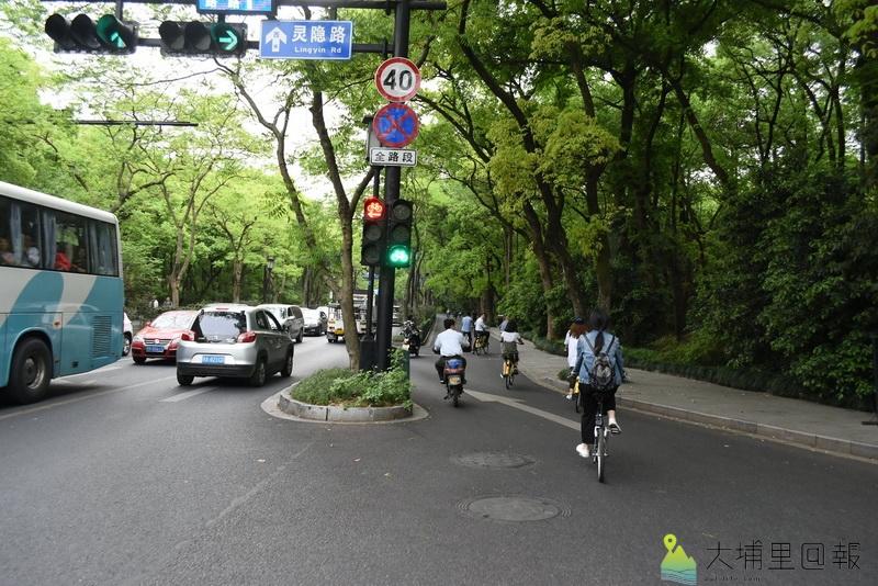 共享單車經營範例,清楚的單車指標,讓單車騎士安心上路。(陳巨凱 攝)