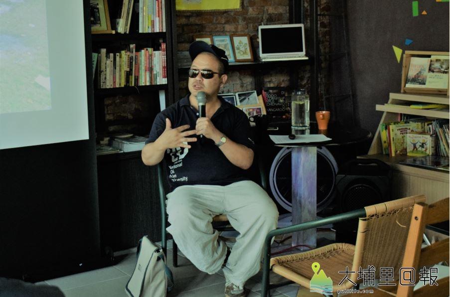 長居埔里二十餘年的作家黃錦樹,首次在家鄉的獨立書店進行演講