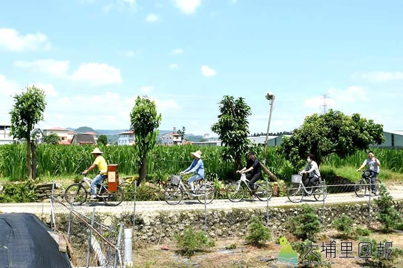 透過慢速的自行車遊程,讓遊客在埔里鄉間小路、巷弄裡來一趟食材與紙的小旅行。