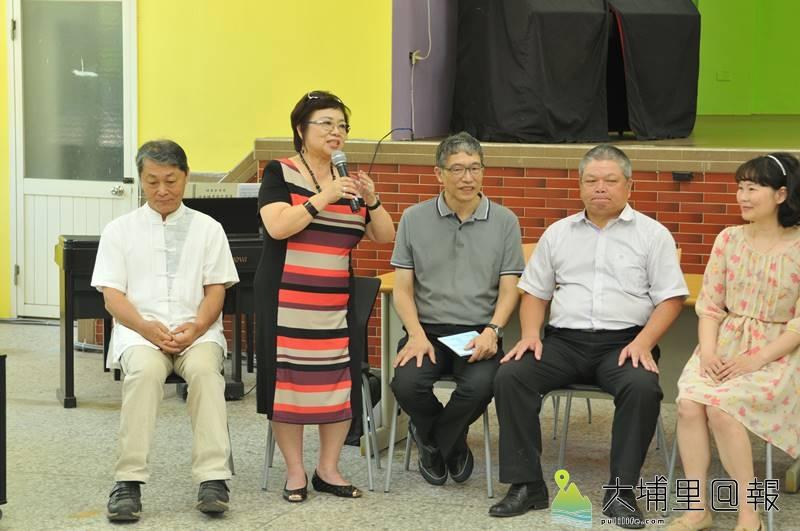 知名旅歐聲樂家蘇秀華教授(立者),將與在地埔里合唱團聯合演出。(柏原祥 攝)