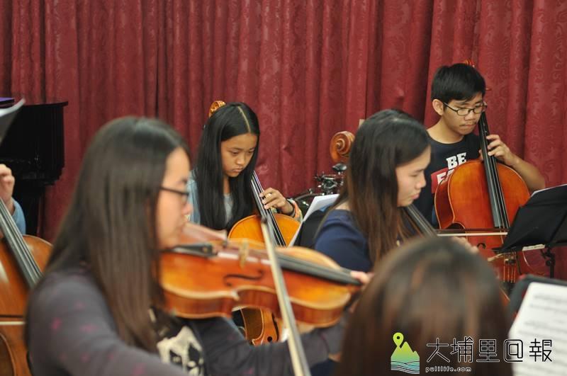 埔里Butterfly交響樂團成員來自各式各樣的家庭,一樣的是對於音樂的熱愛。(柏原祥 攝)