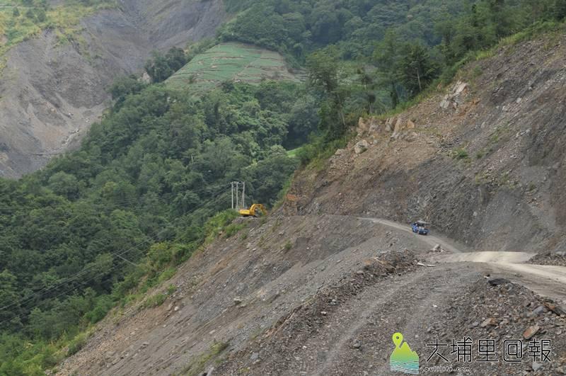 力行產業道路路況險惡,其中有6處大型崩塌地,下大雨經常土石流阻隔路斷。(柏原祥 攝)