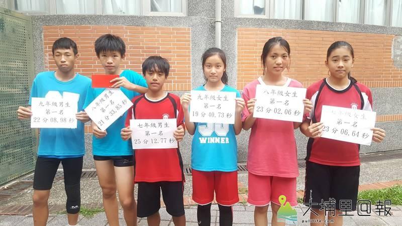 埔里鎮宏仁國中舉辦校外路跑賽,獲得冠軍的6位同學領獎。(圖/宏仁國中提供)