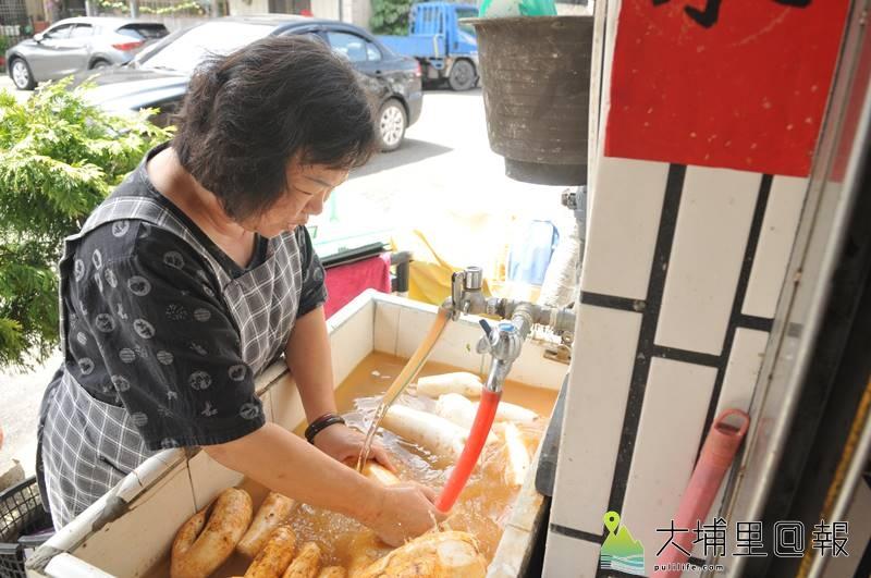 嘟嘟菜頭粿所用的菜頭,來自埔里大坪頂自產的蘿蔔,每一顆都飽滿厚實。(柏原祥 攝)
